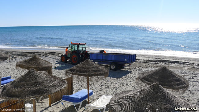 Tractor El Salon Beach Nerja