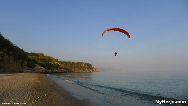 <!--:en-->Paragliders At Burriana Beach<!--:-->