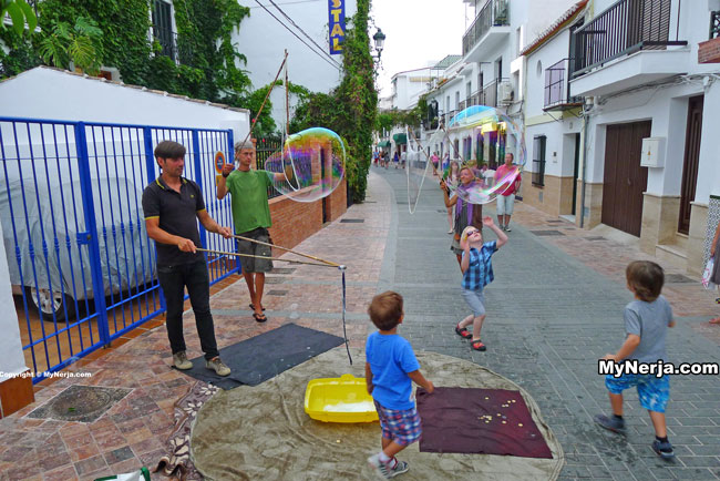 Bubble Blowers Calle Carabeo Nerja