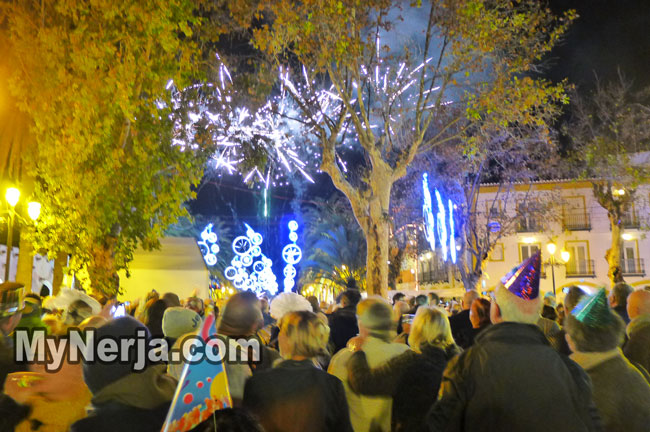 Nerja Welcomes 2015 With Fireworks And Music On The Balcon de Europa